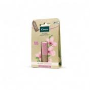 Kneipp balsamo labial sensitive care almendra y candelilla (1 envase 4,7 g)